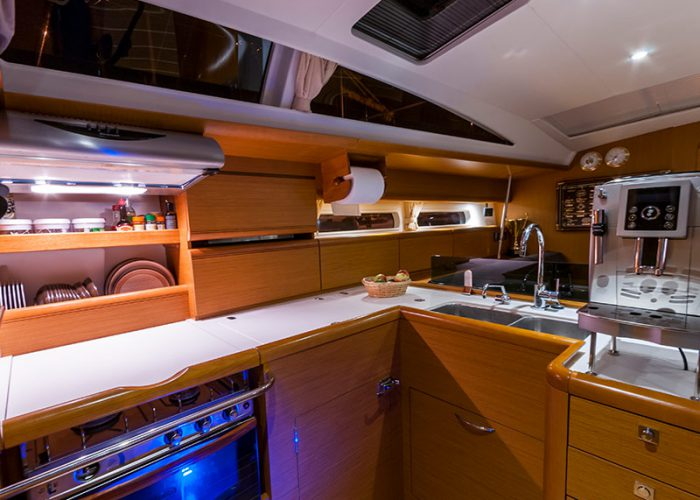 Janneau 53 kuchnia jachtu