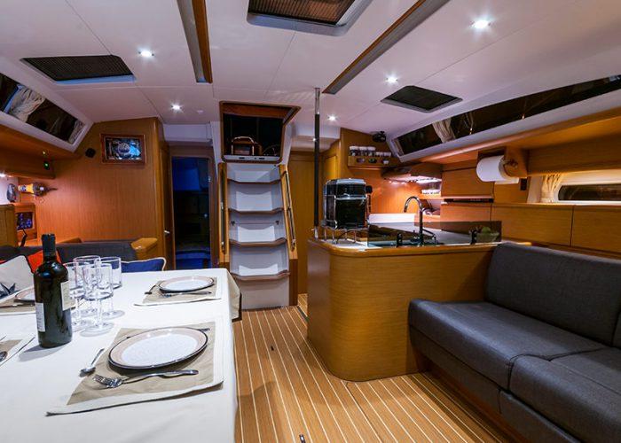 Janneau 53 - wyposażenie jachtu